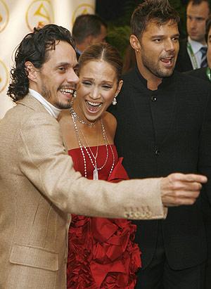 Marc Anthony, Jennifer Lopez y Ricky Martin, a su llegada al acto. (Foto: REUTERS)