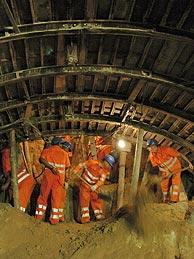 Un grupo de obreros, en plena faena. (Foto: Carlos Miralles)