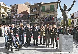 El esquiador, en el homenaje del pasado 28 de octubre en Cercedilla. (Foto: José Aymá)