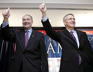Los demócratas Charles Schumer y Harry Reid, en Washington. (Foto: EFE)