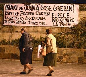 Pancarta a favor del miembro de ETA Iñaki de Juana Chaos en San Sebastián. (Foto: Justy)