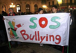 Los manifestantes tras una pancarta reivindicativa. (Foto: EFE)