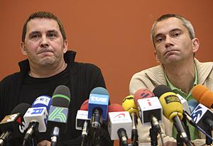 Otegi, junto a Permach, en una rueda de prensa. (Foto: Justy)