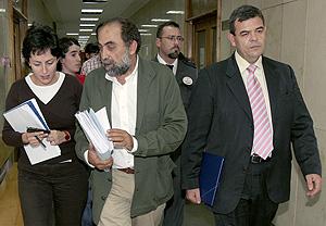 José Andrada (dcha.) tras declarar en el juzgado. (Foto: EFE)