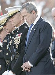 George W. Bush, en un acto con militares celebrado el viernes. (Foto: AP)