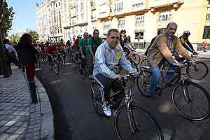 Simancas, durante la 'Gran Bicicletada'. (Foto: EFE)