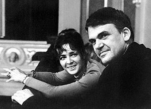 Milan Kundera y su esposa, en Praga, en una imagen de 1973. (Foto: AFP)