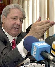 Paco 'El Pocero', en su rueda de prensa. (Foto: EFE)