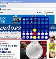 Un 'widget' de Opera con el juego Conecta 4 y otro con un reloj, sobre la portada de elmundo.es.