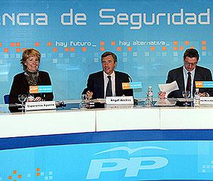 Los dirigentes del PP durante la Conferencia. (Foto: EFE)