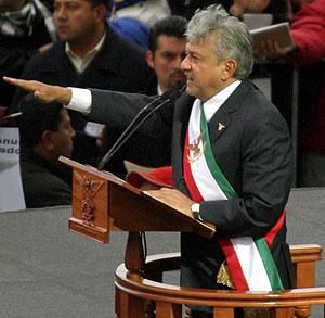 López Obrador, durante su 'investidura' en la plaza del Zócalo. (Foto: REUTERS)