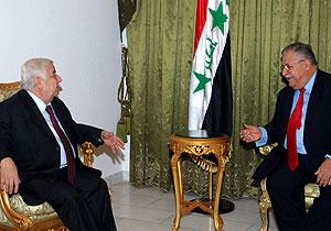 Talabani, este lunes, junto al ministro de Exteriores sirio. (Foto: AFP)