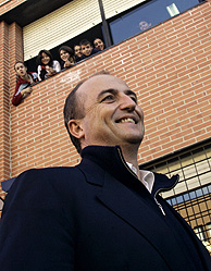 Miguel Sebastián en el IES Tierno Galvan de Villaverde. (Foto: Javi Martínez)