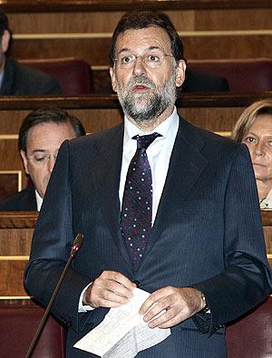 Mariano Rajoy, en una de sus intervenciones ayer en el Congreso. (Foto: EFE)
