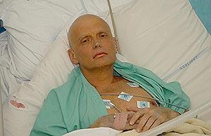 Litvinenko, en un hospital de Londres. Foto cedida por la familia el 20 de noviembre. (EFE)