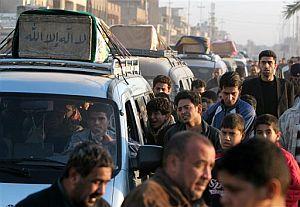 Los afectados han formado convoyes para llevar a sus muertos a Nayaf. (Foto: AP)