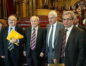 El ex presidente Maragall, junto a los líderes de ERC, PSC e ICV, en la investidura de Montilla. (Foto: Antonio Moreno)