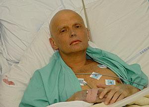Litvinenko, en la cama del hospital tres días antes de perecer. (Foto: AFP)