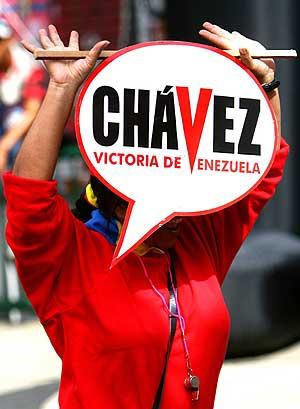 Una simpatizante de Chávez, en un mitin en Caracas el 26 de noviembre. (Foto: EFE)