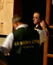 Eugenio Hidalgo, tras ser detenidos. (Foto: TVE)