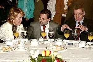 Aguirre, Rajoy y Gallardón, durante un desayuno este martes. (Foto: EFE)