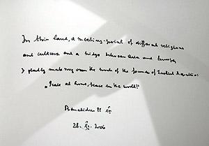 La cita escrita por el Papa en el libro del mausoleo de 'Ataturk'. (Foto: AP)