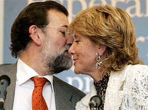 Rajoy y Aguirre, durante la presentación de la biografía.