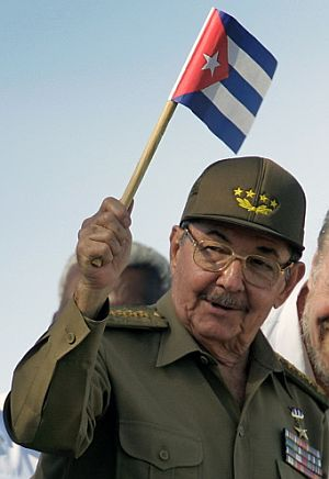 Raúl Castro, durante el desfile. (Foto: AFP)