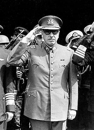 Augusto Pinochet, en 1973. (Foto: AP)