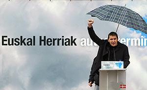 Otegi, durante su mitin en Oiartzun. (Foto: AFP)