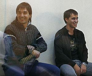 Dos acusados, Asier Arzallus (izda) e Iker Olabarrieta, en el juicio (Foto: EFE)