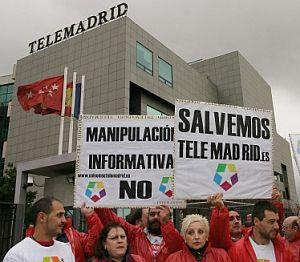 Trabajadores de Telemadrid, durante la huelga. (Foto: EFE)