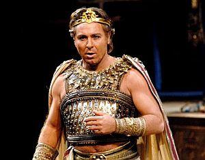 Roberto Alagna, el tenor que abandonó el escenario, en el papel de Radamés. (Foto: Teatro alla Scala)