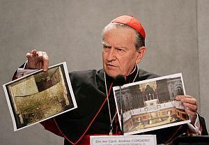 El cardenal Andrea Cordero durante la presentación del hallazgo. (Foto:AP)