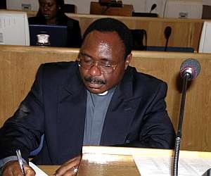 El párraco ruandés Athanase Seromba. (Foto: AFP)