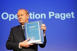 John Stevens presenta el resultado de la investigación. (Foto: AP)