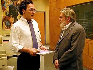 Con José Coronado (izda.), en una escena de la serie.