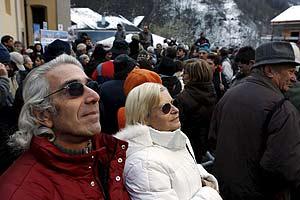 Los habitantes del pueblo alpino ya tienen luz del sol en sus calles. (Foto: EFE)