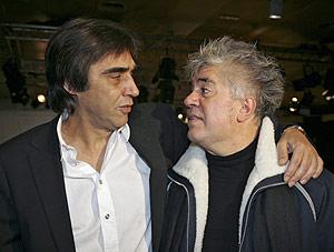 Agustín Díaz-Yanes (izda.) y Pedro Almodóvar, directores de las películas con más candidaturas en los Goya. (Foto: Bernabé Cordón)