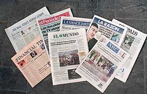 Portadas de varios periódicos. (Foto: B. Cordón)