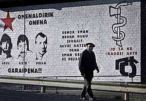 Unas pintadas aparecidas en los últimos meses en el País Vasco. (Foto: AFP)