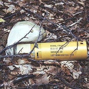 Submunición de la bomba de racimo BLU97. (Foto: John Rodsted | Greenpeace)