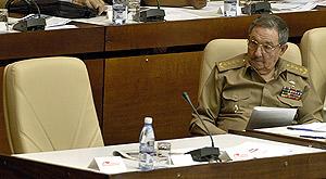 Raúl Castro junto al sillón vacío de Fidel. (Foto: EFE)