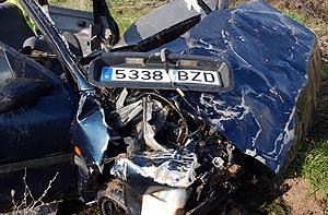 Estado en que quedó el vehículo que cayó al canal. (Foto: EFE)