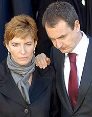 Zapatero y su esposa. (Foto: EFE)