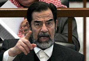 Sadam Husein durante el juicio en el que fue condenado a muerte. (Foto: EFE)