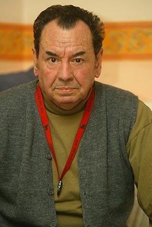 Eduardo Almirón Sena, en su casa de Torrent. (Foto: Joan Manuel Baliellas)