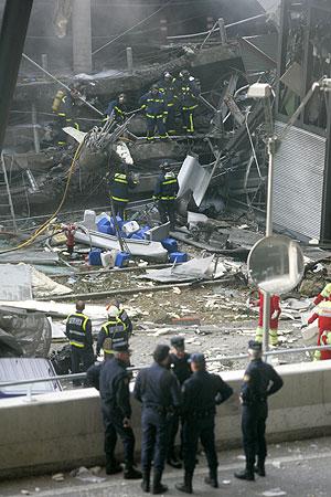 Aparcamiento de la T4 tras el atentado. (Foto: Antonio Heredia)