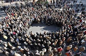 Imagen de la concentración en el Ayuntamiento de Valencia. (Foto: EFE)