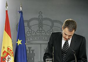 Zapatero anuncia el fin del diálogo con ETA el día del atentado. (Foto: AP)